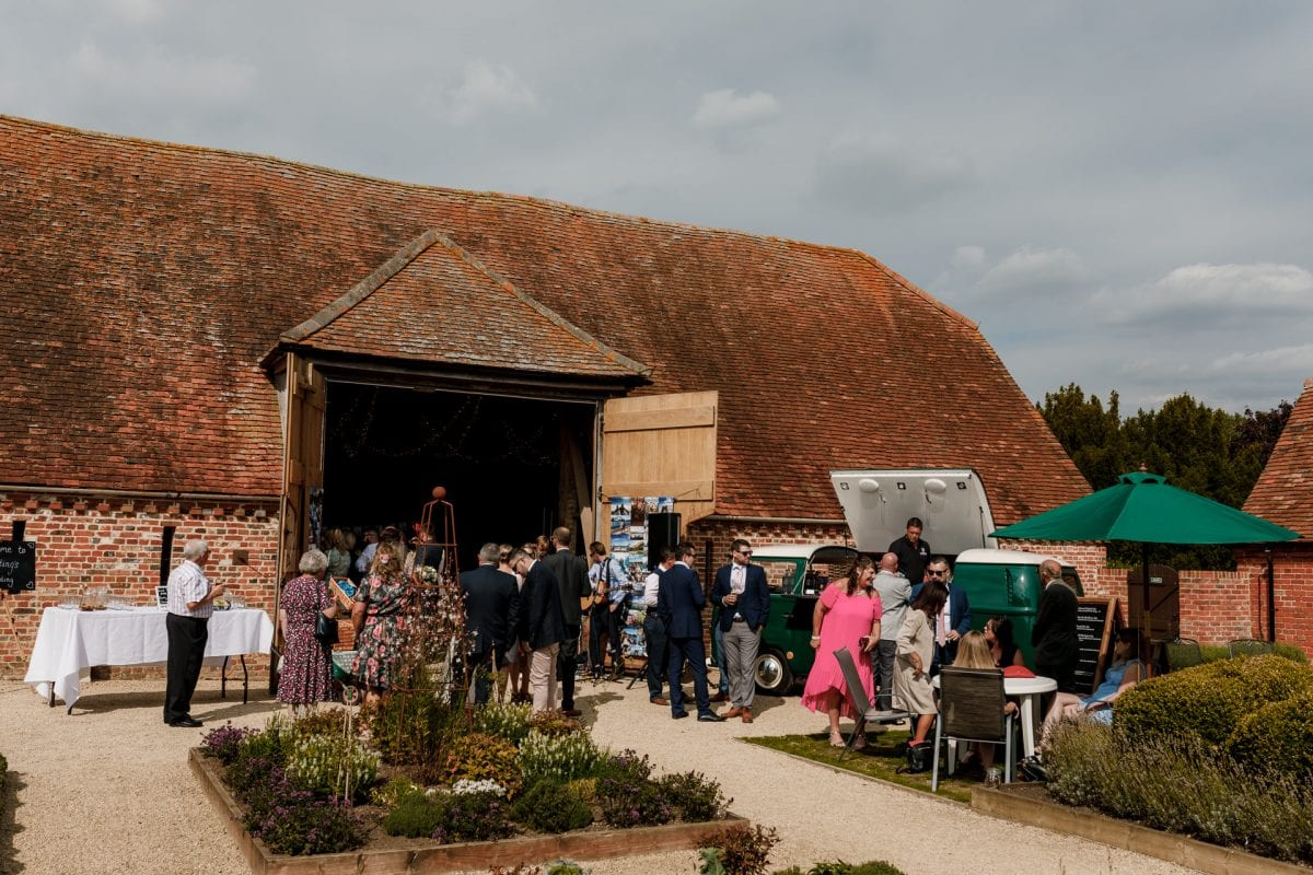 Stonehill Barn House Abingdon Oxfordshire Wedding Photographer Potters Instinct Photography