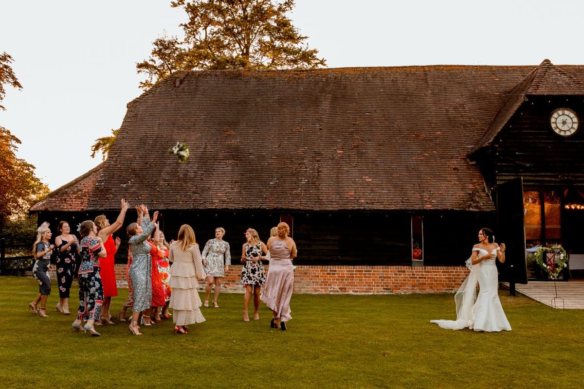 lains barn wedding photography blog oxfordshire bouquet throw