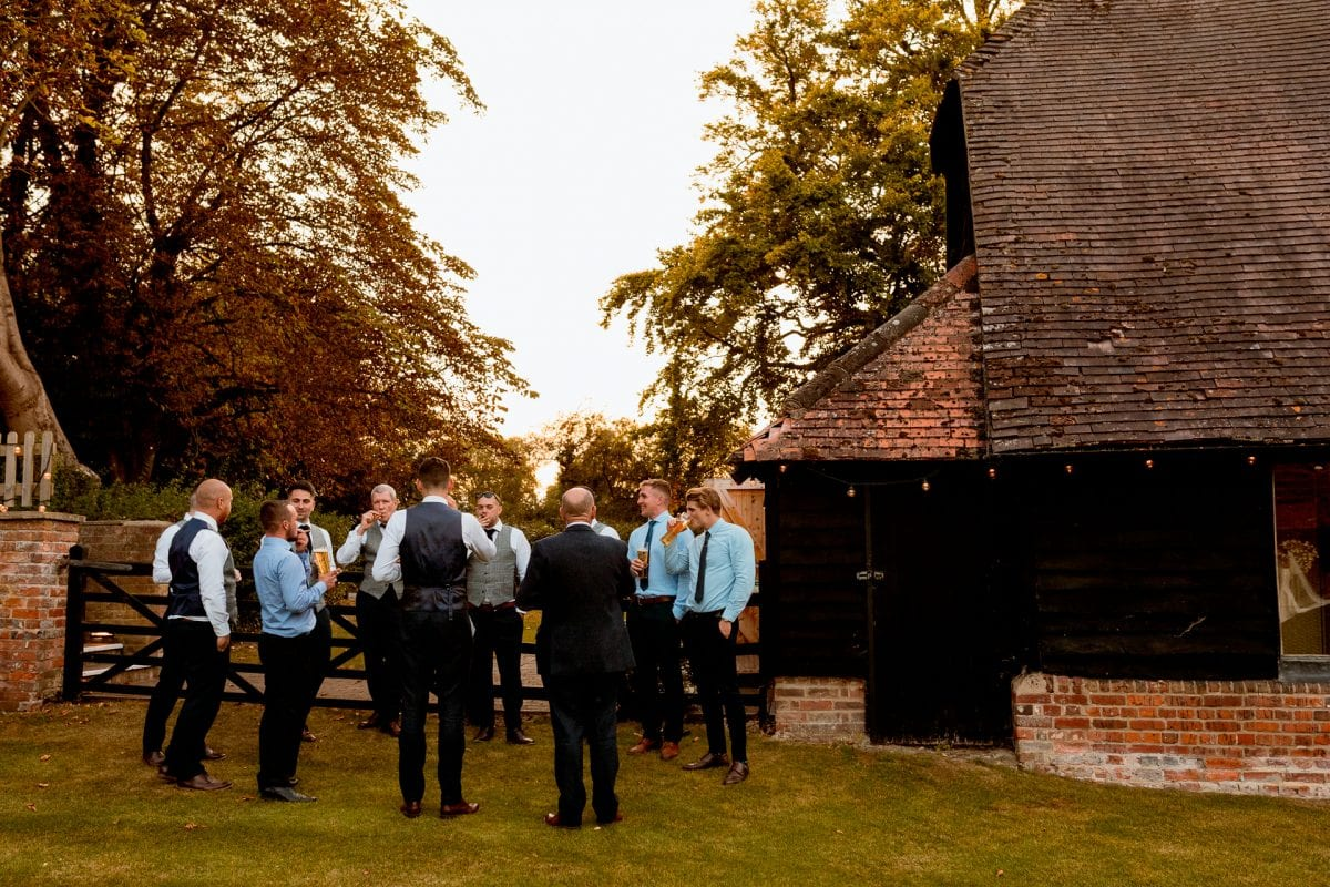 lains barn wedding photography blog oxfordshire relaxing wedding venue