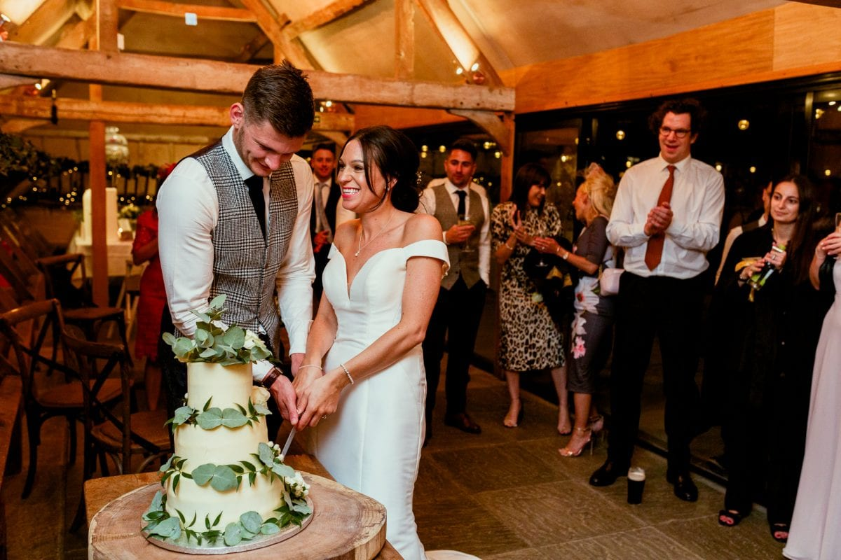 lains barn wedding photography blog oxfordshire cake cutting