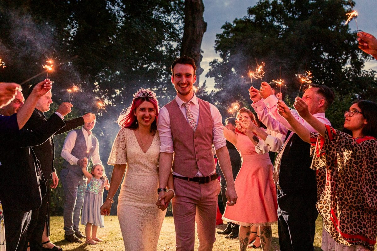 How to use sparklers at your wedding
